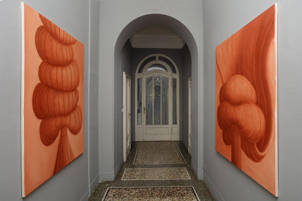 """Pia Krajewski, solo exhibition """"Sight and Touch"""" 2021, Artuner Milano, oT (tower) 2021, oil on canvas, 150x120cm, oT (cape) 2021, oil on canvas, 150x120cm, Foto: Filippo Armellin"""