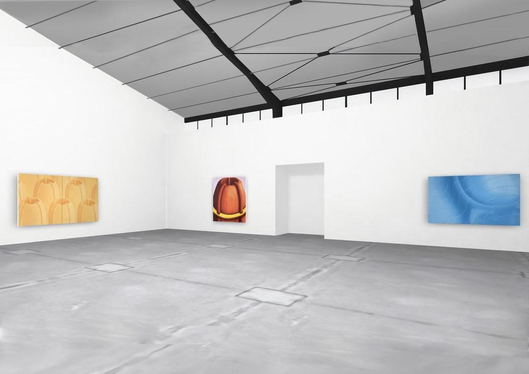 "Pia Krajewski, solo exhibition ""Floating Craters"", 2020, Artuner, left: oT (Vulkanlandschaft) 2020, 180x300cm, middle: oT (Haarvulkan) 2020, 200x180cm, right: oT (Wecker) 2020, 150x230cm"