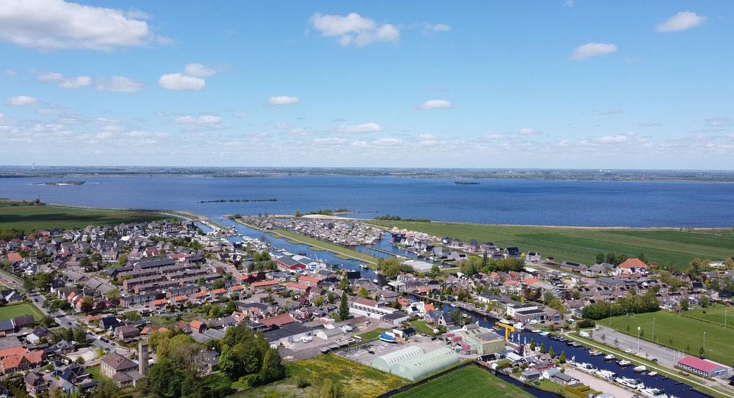 Onze dressuur/-trainingsstal ligt in het prachtige dorpje Echtenerbrug in Friesland