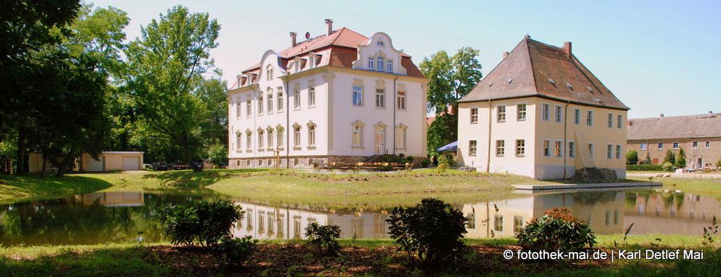 Wasserschloss Kahnsdorf und Schillerhaus vom Park in der Nähe des Hainer Sees, Foto: 2014