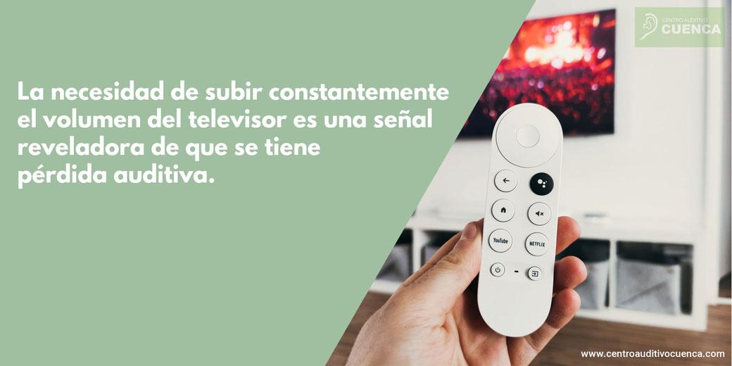 La necesidad de subir constantemente el volumen del televisor es una señal reveladora de que tiene pérdida auditiva. Centro Auditivo Cuenca, audífonos Valencia.