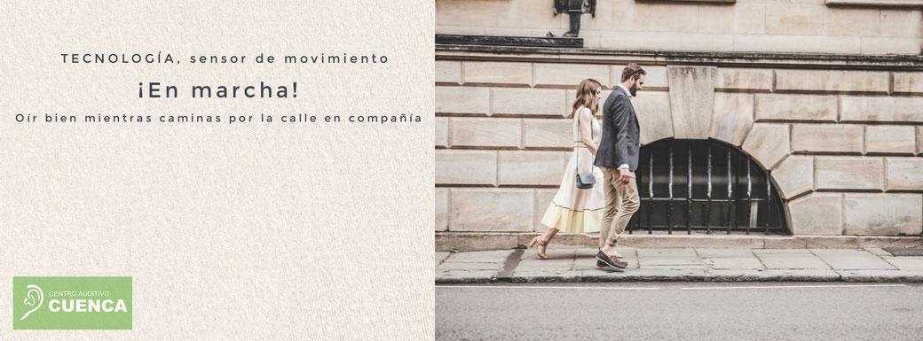 Oír bien mientras caminas por la calle en compañía. Nueva tecnología auditiva con sensor de  movimiento. Phonak Audeo Paradise. Centro Auditivo Cuenca.