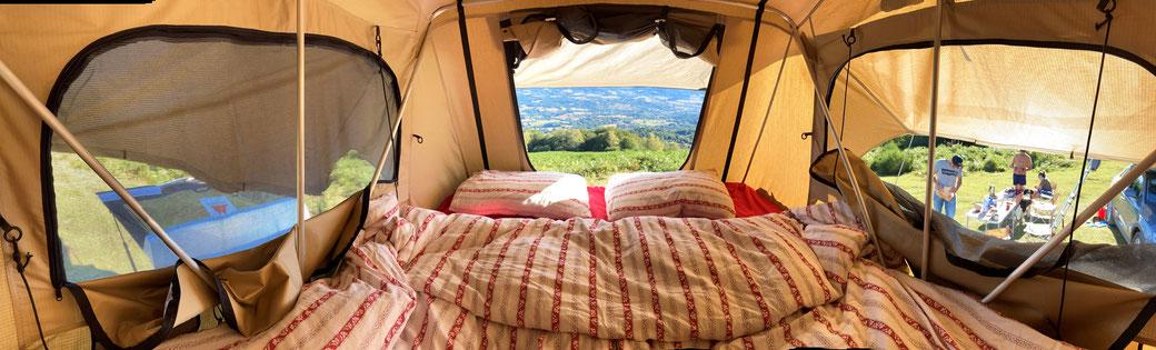 Vue intérieure de la tente de toit portefeuille