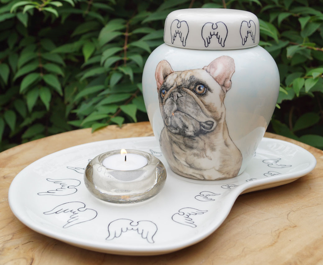 urn-hond-met-naam-unieke-dierenurnen-hond-maatwerk-urnen-voor-dieren-urnen-voor-huisdieren-unieke-dieren-urnen-handbeschilderde-urnen-maatwerk-urn-dier-persoonlijke-urn-laten-maken-bijzondere-dierenurnen-honden-urnen-voor-honden-urn-met-portret-hond