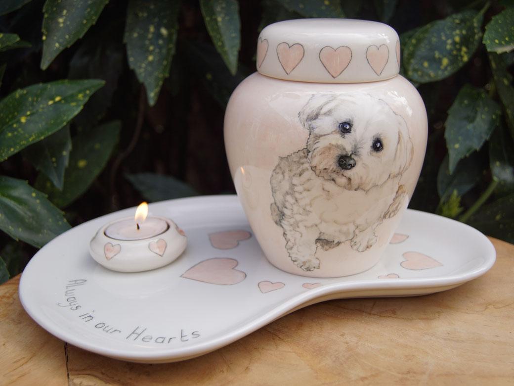 unieke-dieren-urnen-voor-dieren-urn-hond-met-foto-urn-voor-honden-urnen-voor-huisdieren-urn-hond-met-naam-hand-beschilderde-urnen-handgeschilderde-urn-hond-laten-maken-persoonlijke-urn-maltezer-urn-persoonlijke-urnen-bijzondere-urnen-bijzondere-dieren-urn