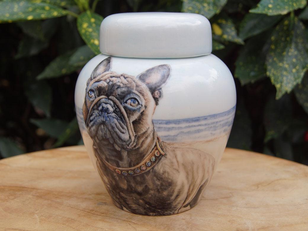 unieke-dierenurnen-dieren-urnen-voor-dieren-persoonlijke-urn-hond-maatwerk-urn-maatwerk-urnen-voor-dieren-urn-franse-bulldog-brindle-French-bulldog-urn-persoonlijke-urnen-voor-honden-urn-hand-beschilderde-dieren-urn-laten-maken-dieren-urn-met-foto