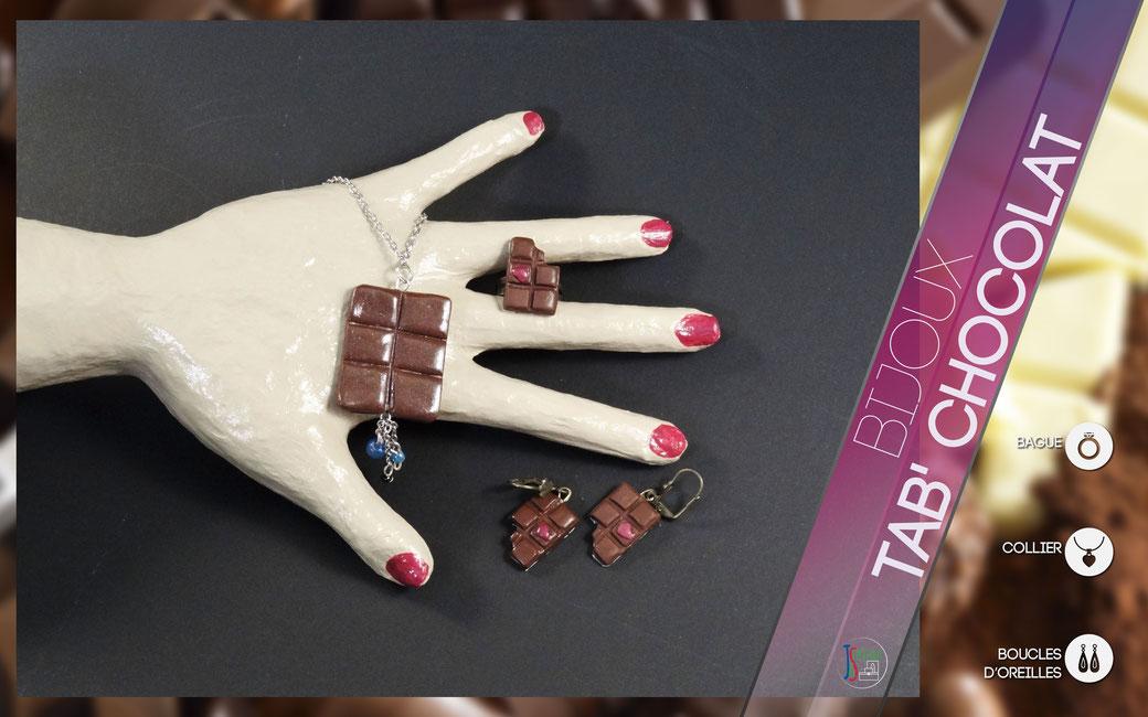 Chocolat Collier, Boucles d'oreilles & Bague Collier, boucles d'oreilles et bague en forme de tablette de chocolat décorées de quelques perles et breloques. Bijoux vendu à l'unité : 3,50€