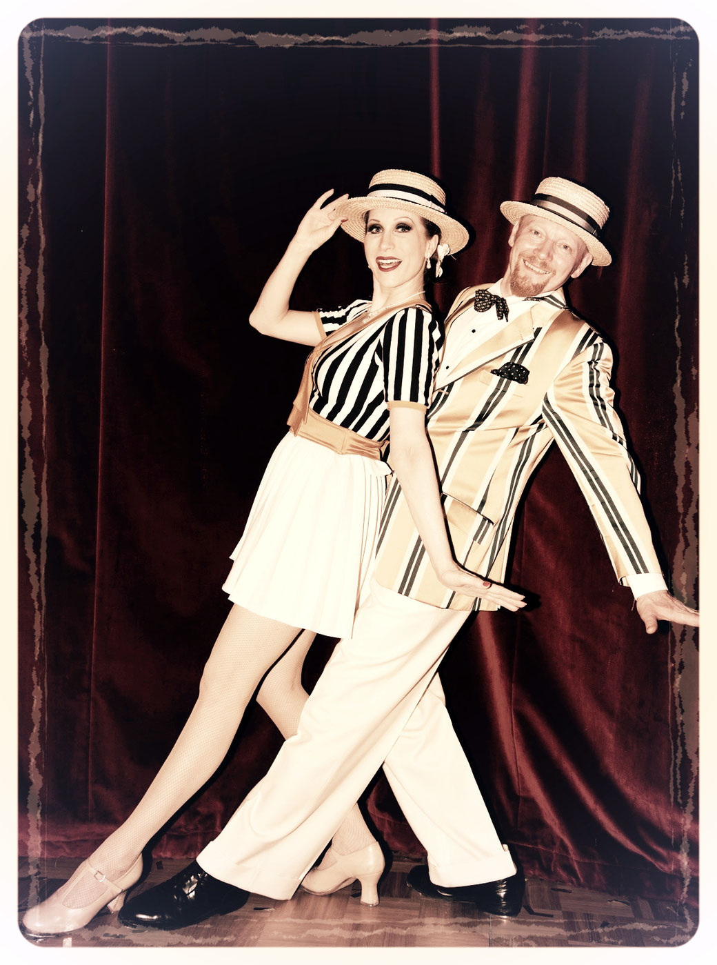 """Dixie Dynamite mit ihrem 1920er Jahre-Vaudeville-Style Duopartner Joe Flyingshoe Johnson. Ihr Paradestück """"'Ballin' The Jack"""" mit Step- / Vaudeville-Tanz und Gesang!"""