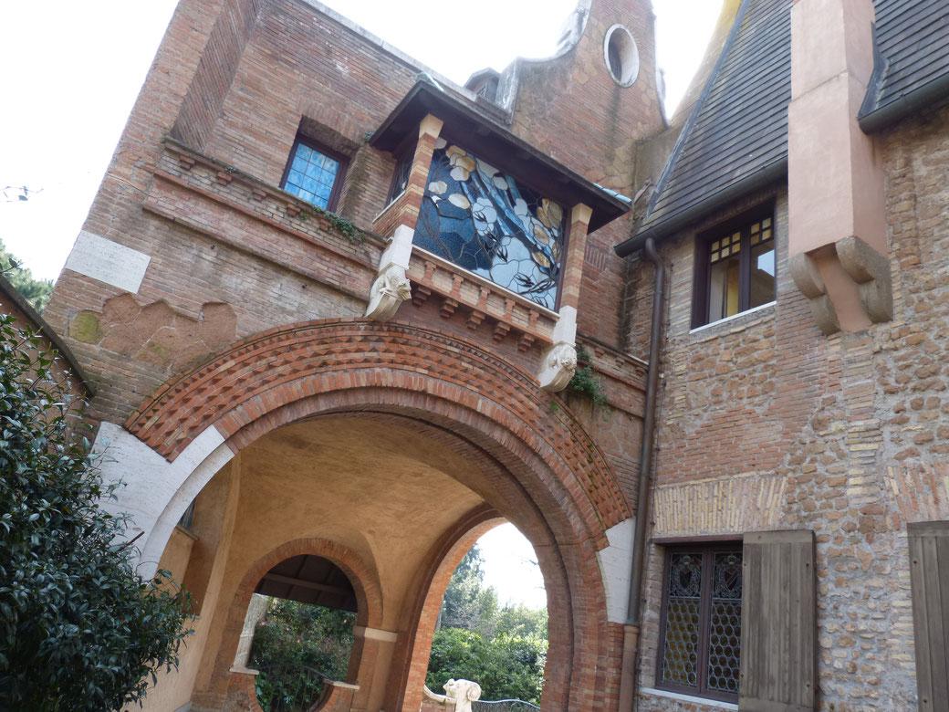Ursprünglich war die Casa delle Rivette im Stil eines Schweizer Chalets erbaut worden. Die mittelalterlichen Elemente kamen erst später hinzu.