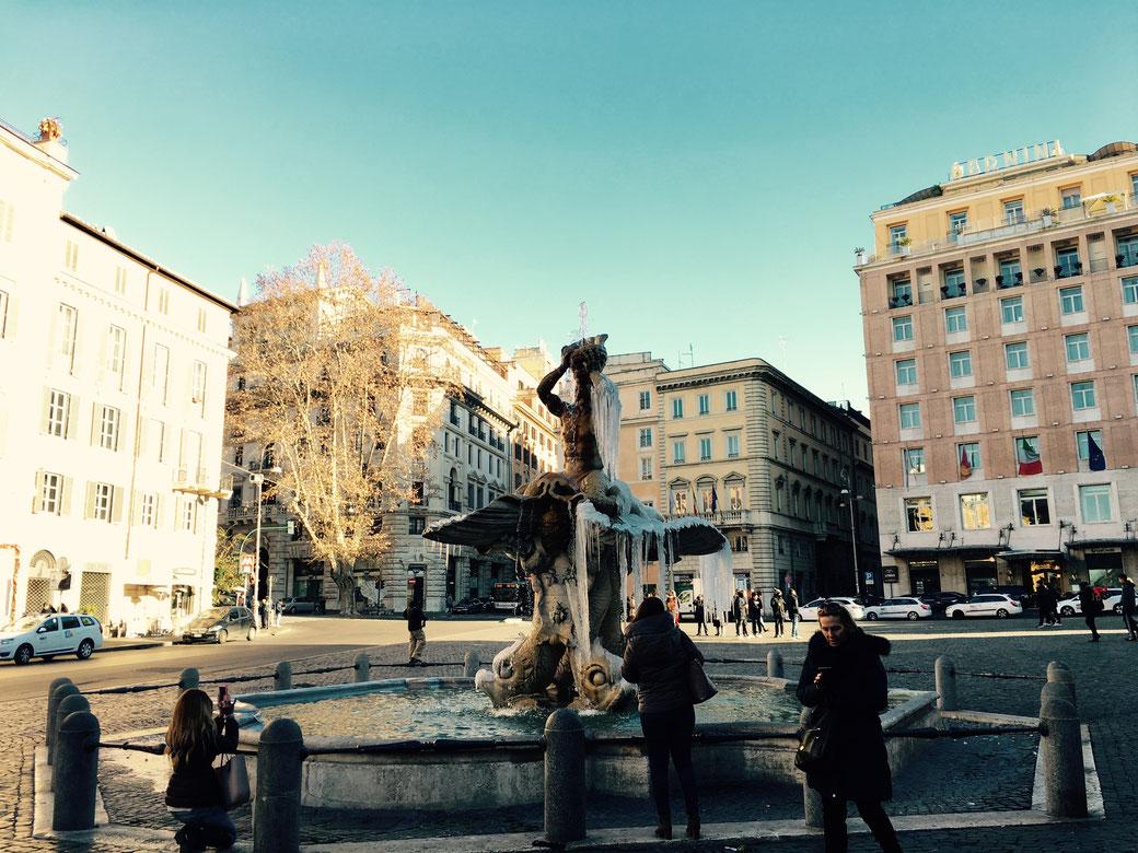Schockgefrostet - Der Tritonenbrunnen von Gian Lorenzo Bernini auf der Piazza Barberini