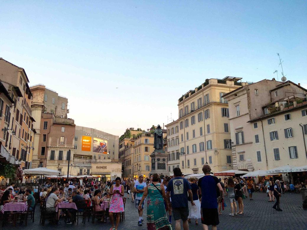 Campo de Fiori in einer Sommernacht in Rom