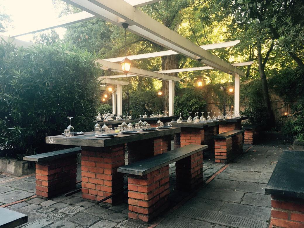 La Spezia - In der beliebten Osteria da Caran sind die Sitzplätze an lauen Sommerabenden schnell vergeben
