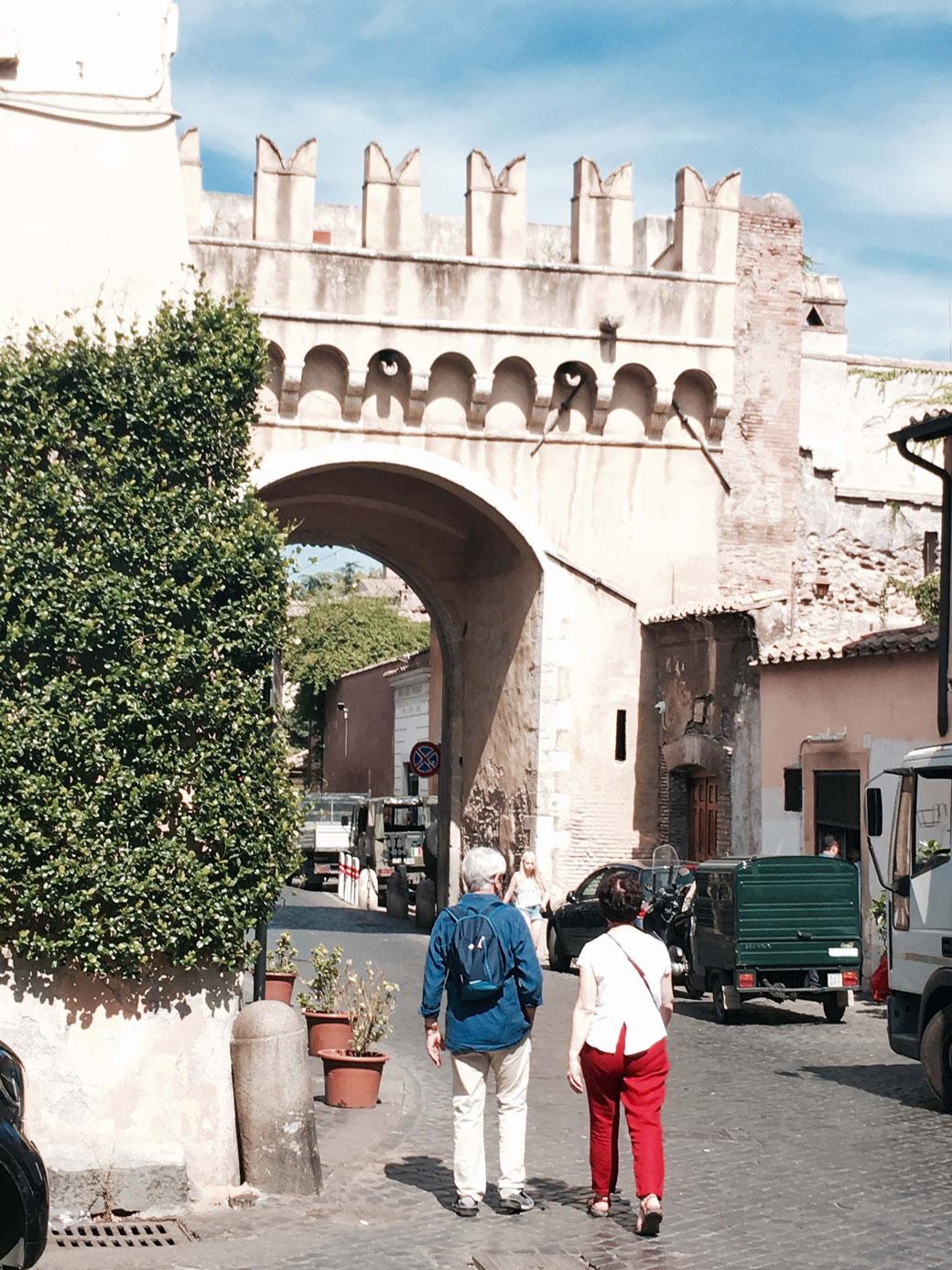 Die Porta Settimiana in Trastevere