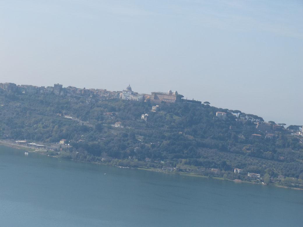 Castel Gandolfo und der Lago Gandolfo, der große Nachbar des Nemi-See