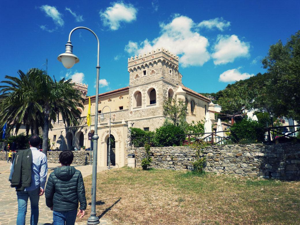 Im Castello Vinciprova befindet sich ein Museum, das sich der Mediterranen Diät widmet.