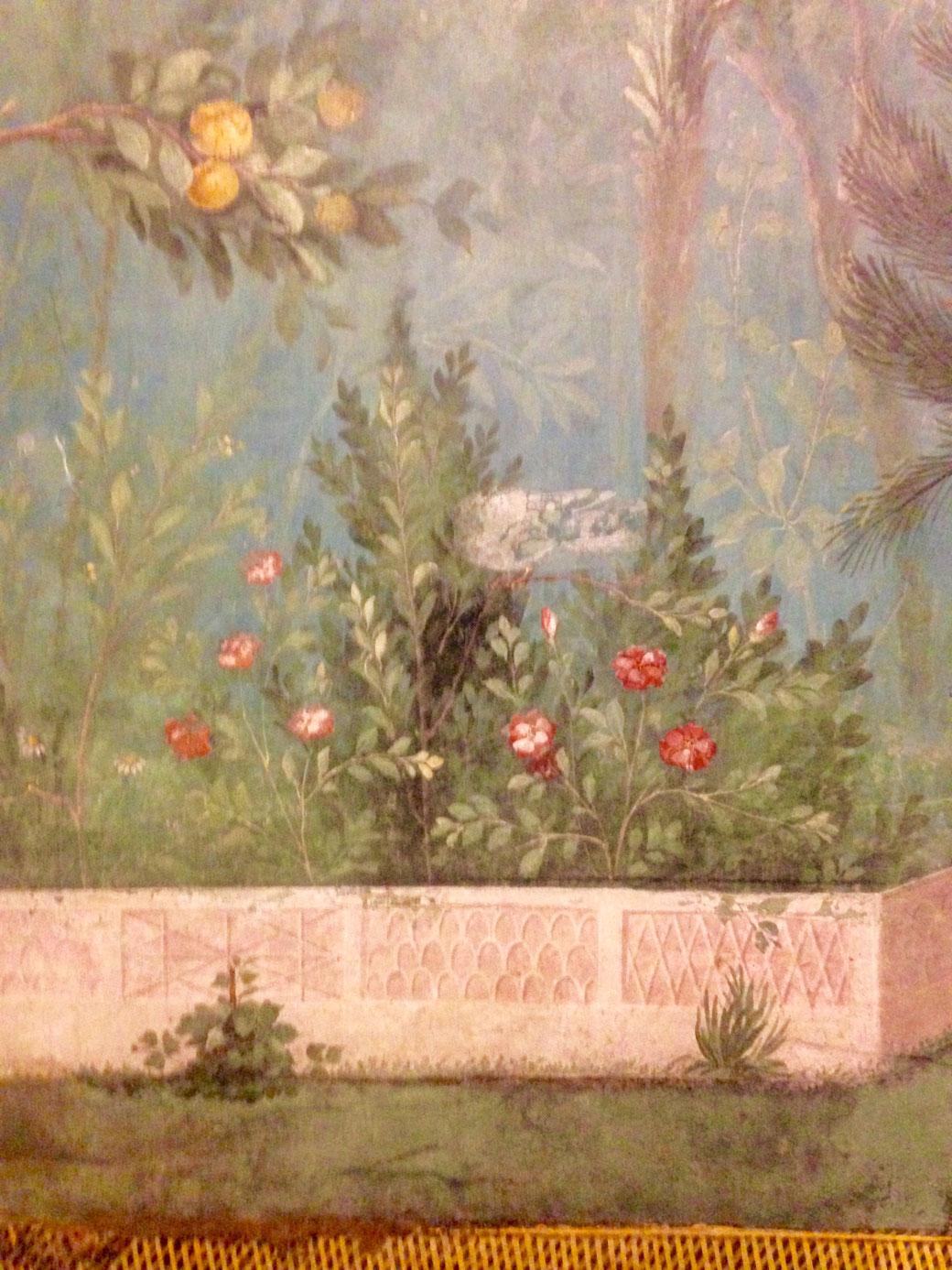 Livia zeigt was sie hat und mag es gerne bunt. Die Wände des Gartenzimmers in ihrem Landhaus sind ein farbenprächtiges Naturschauspiel.