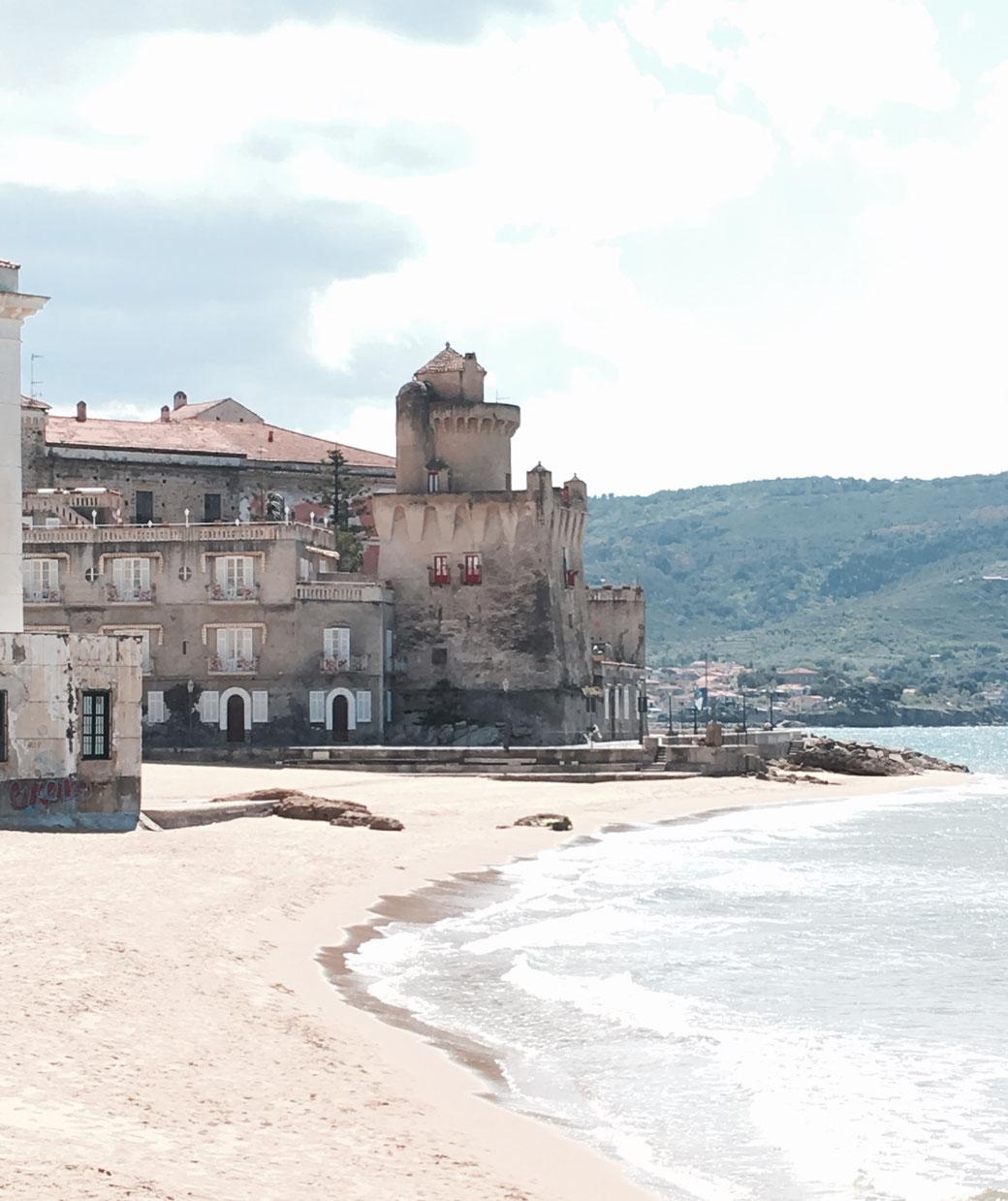 Im Küstenort Santa Maria di Castellabate wartet ein wunderschöne Altstadt auf Euch.