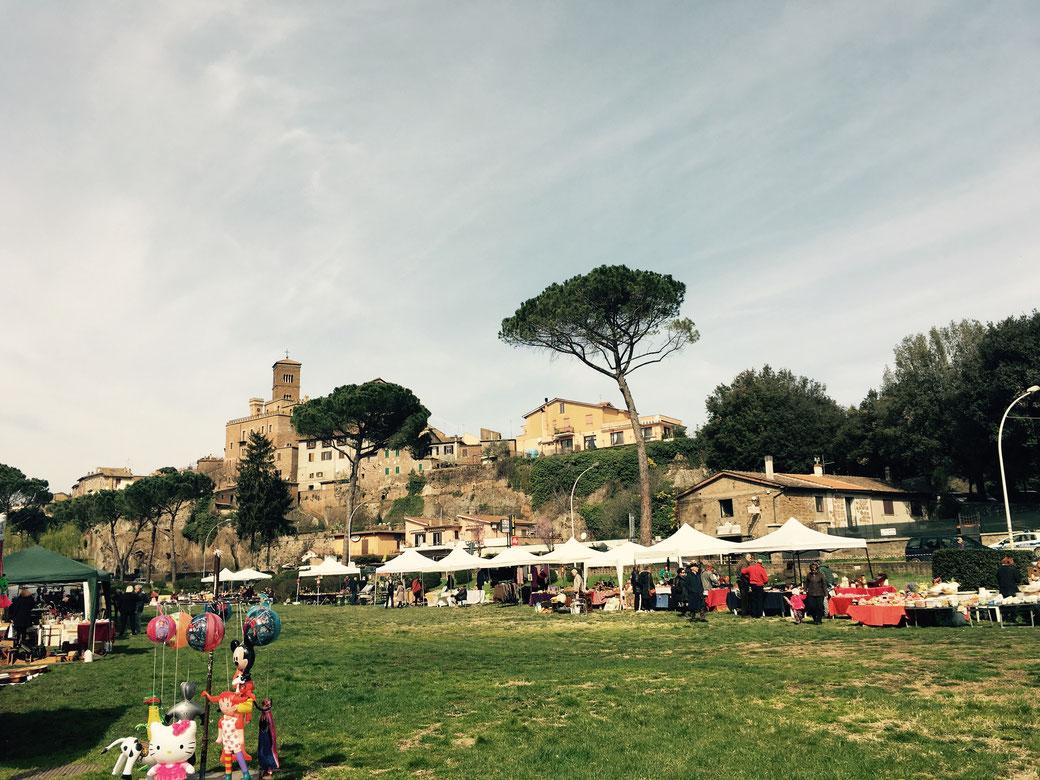 Flohmarkt in Sutri, 50 Kilometer nördlich von Rom