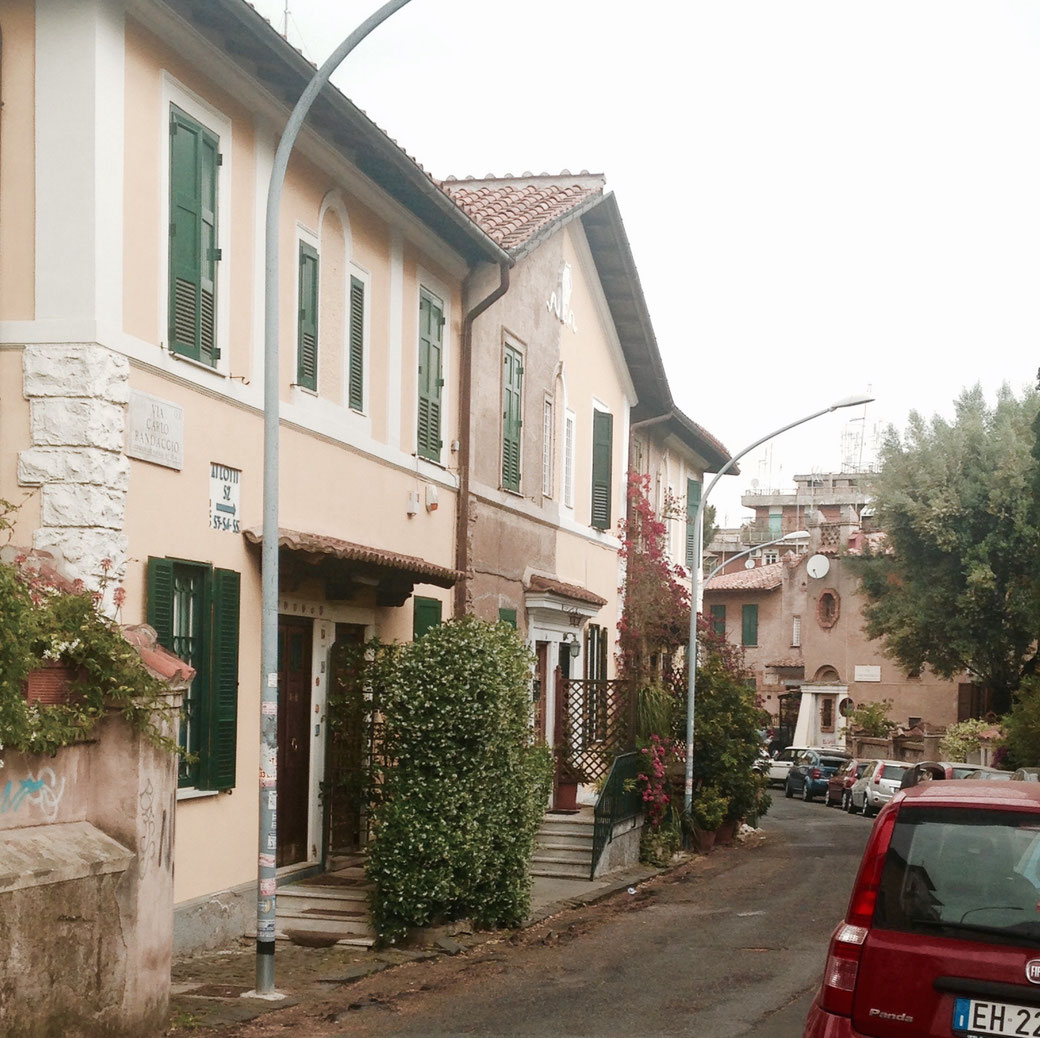 Einfamilienhäuser mitten in Rom - Der pure Luxus. In Garbatella kommt der noch mit einer gehörigen Portion Patina daher.