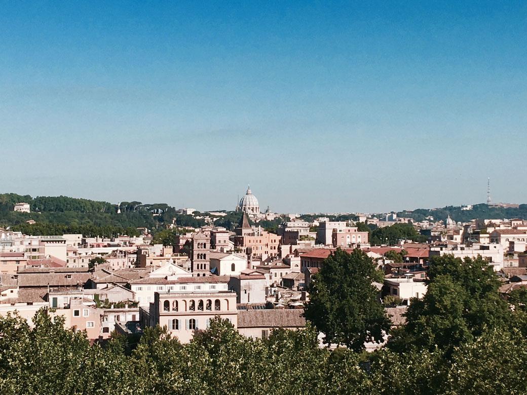 Ausblick auf den Petersdom vom Orangengarten aus.