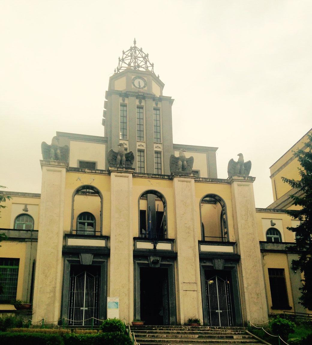 Haupteingang zur Grundschule in Garbatella - Die Bauzeit ist leicht zu erahnen