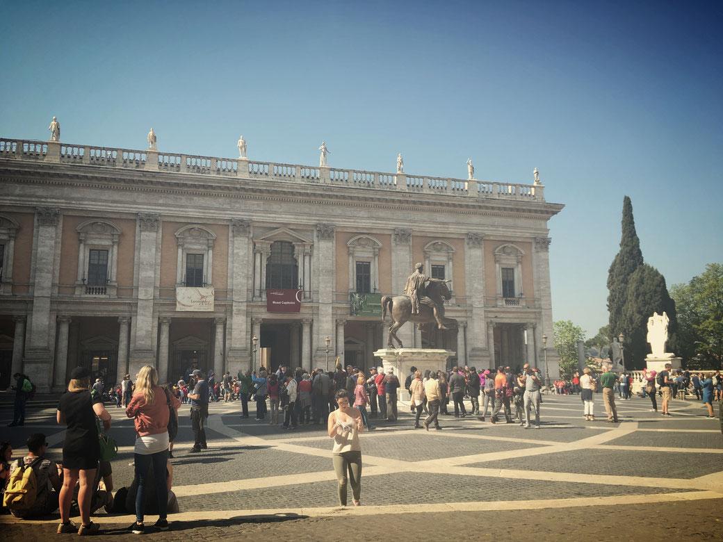Am Morgen hat man die Kapitolinischen Museen noch fast für sich alleine. Ab mittags kann es gerade am Wochenende sehr voll werden.