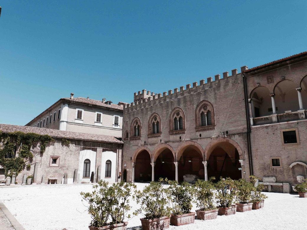 Fano an der Adria - Der Palazzo Malatestiana stammt aus dem 14. Jahrhundert und beherbergt heute das museo civico.