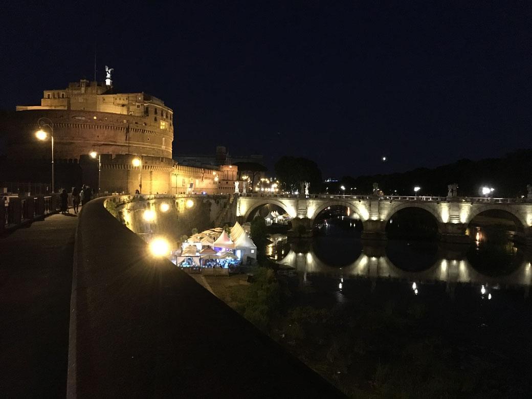 Reiseplanung Rom: Im Sommer locken laue Nächte in der Ewigen Stadt.