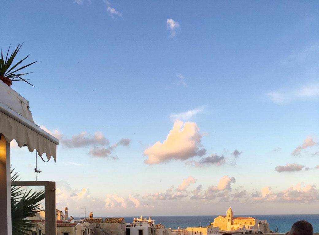 Vieste - Sundowner-Ausblick von der Altstadt aufs Meer