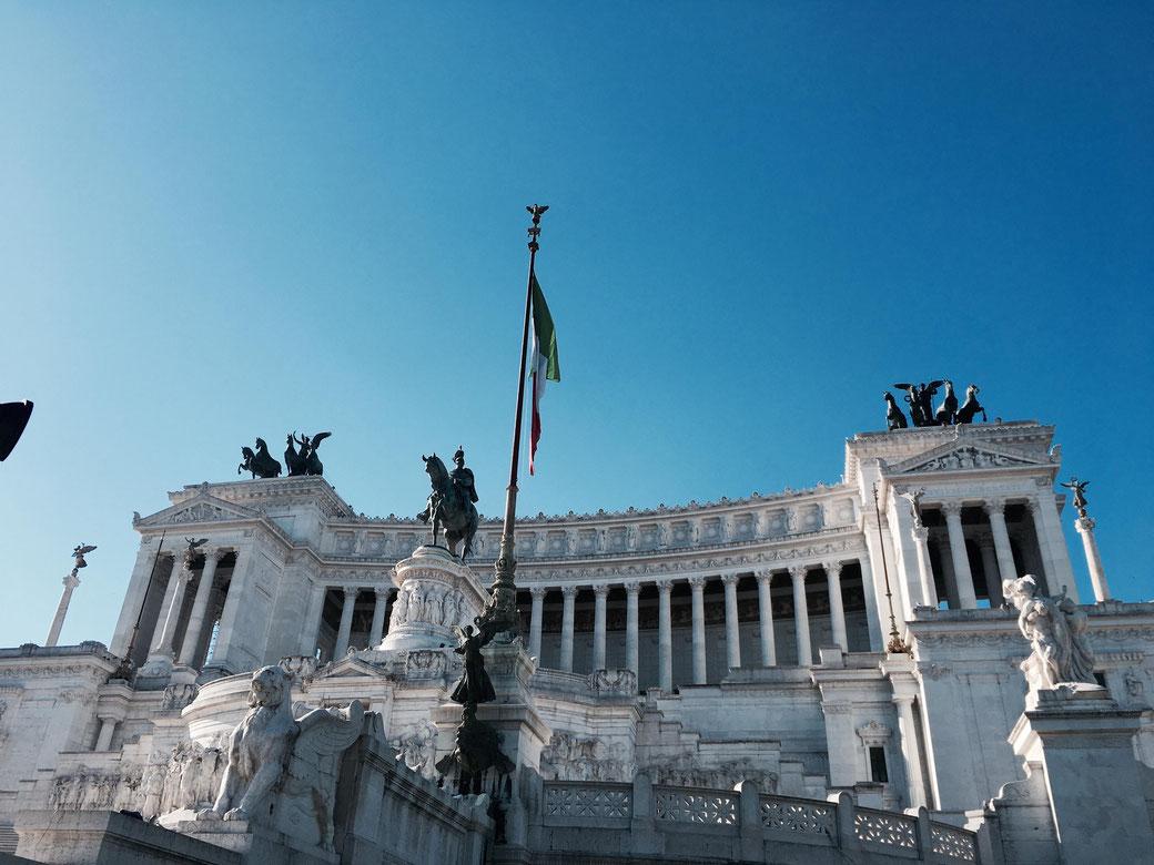 Ab auf das Vittoriano - Das Nationalmomument bietet beste Aussichten auf die Ewige Stadt!