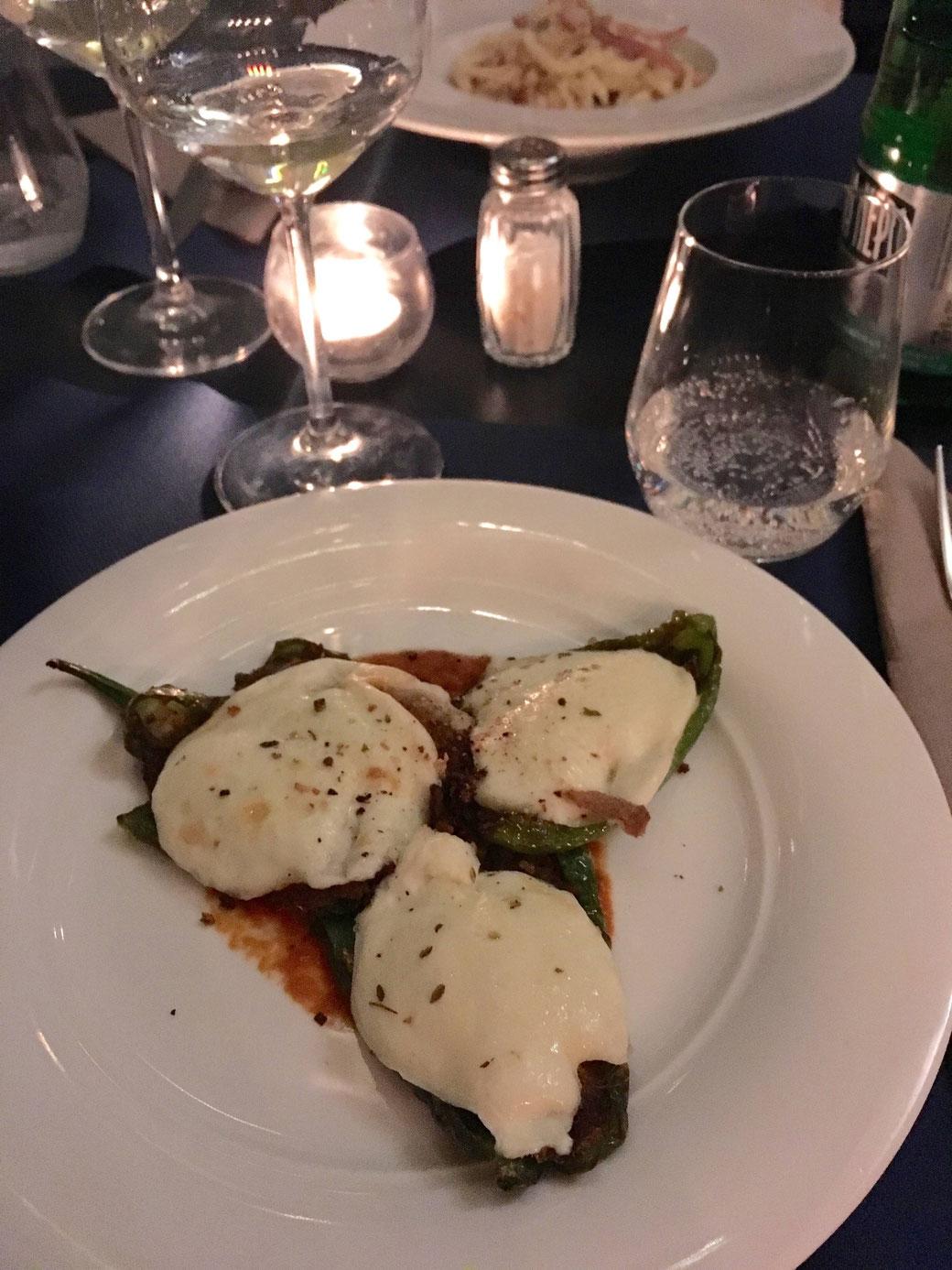Antipasto: Frigitelle mit Alici und Mozarella überbacken