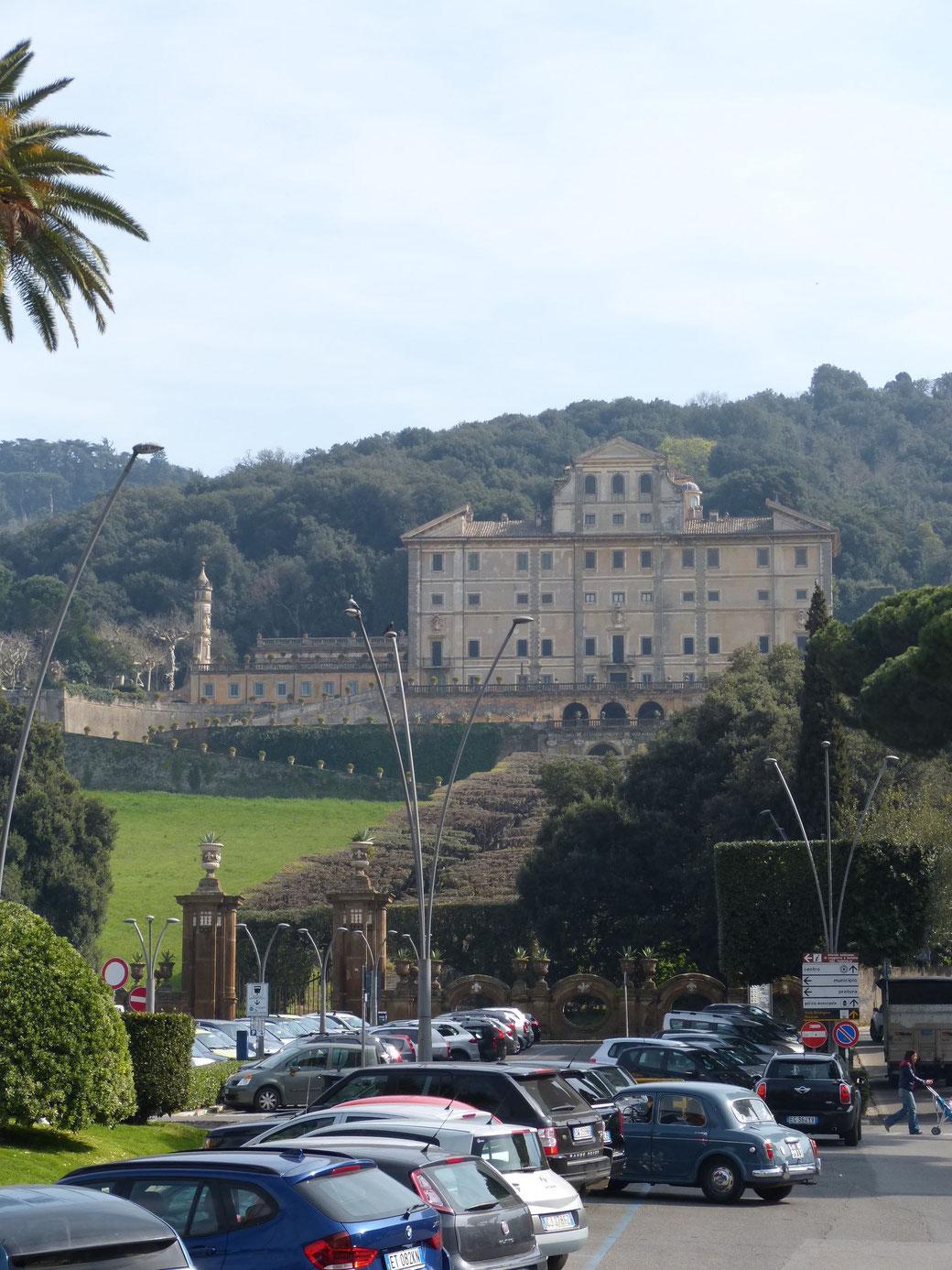 In Frascati erwartet Euch nicht nur guter Weißwein, sondern auch die noble Villa Aldobrandini