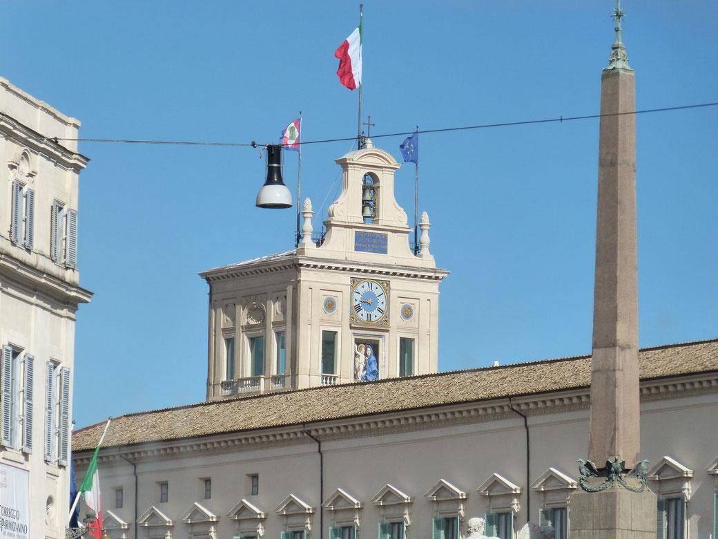 Der Quirinalspalast mit seinen 1.200 Zimmern darf nach Voranmeldung besucht werden.