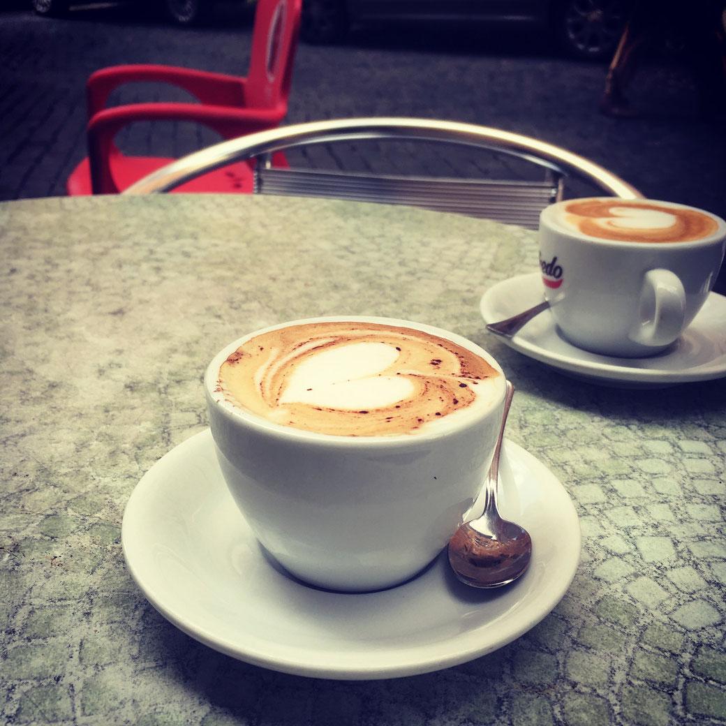 Cappuccino trinken unter Römern