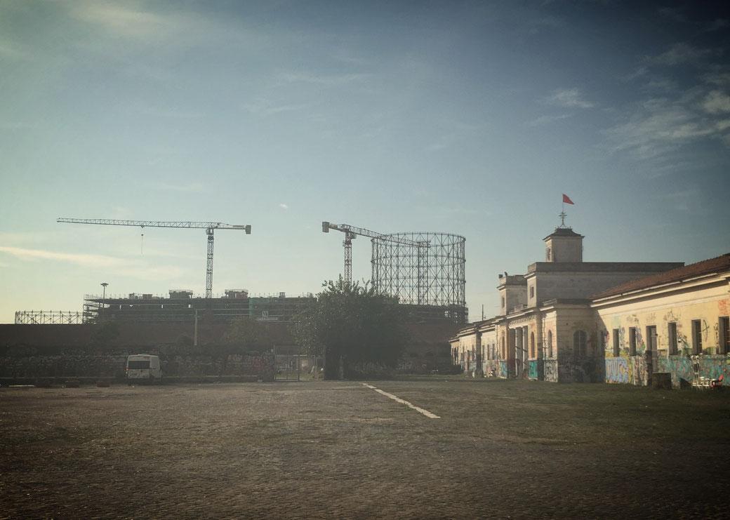 Das Gasometer in Rom ist das Wahrzeichen des Stadtteils Ostiense