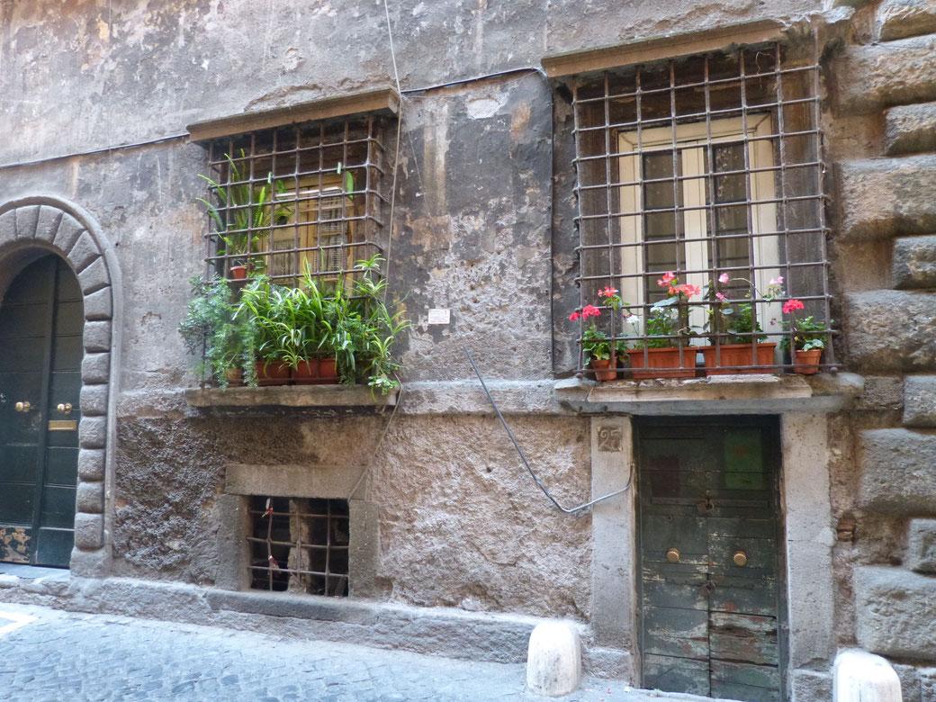 Romantisches Rom - Durch diese Gasse kommt Ihr auf Eurem Weg zum Wohnhaus von Julia Roberts in Eat.Pray.Love.