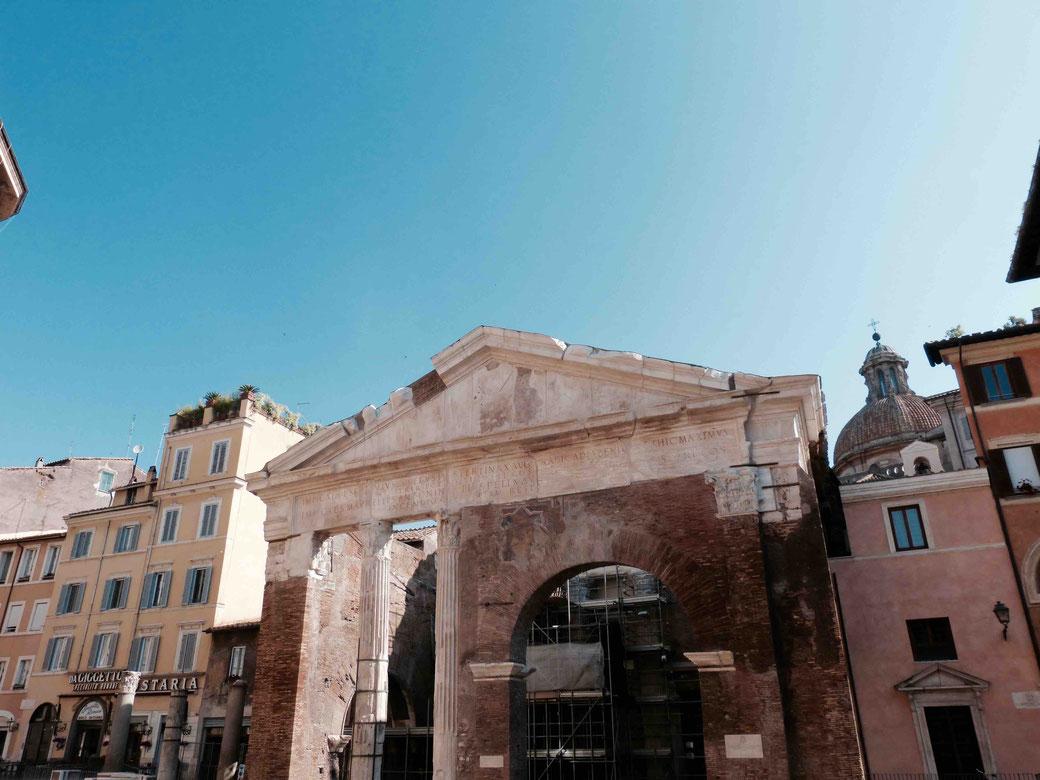 Portico d` Ottavia - Kaiser Augustus widmete den Portikus seiner Schwester Ottavia