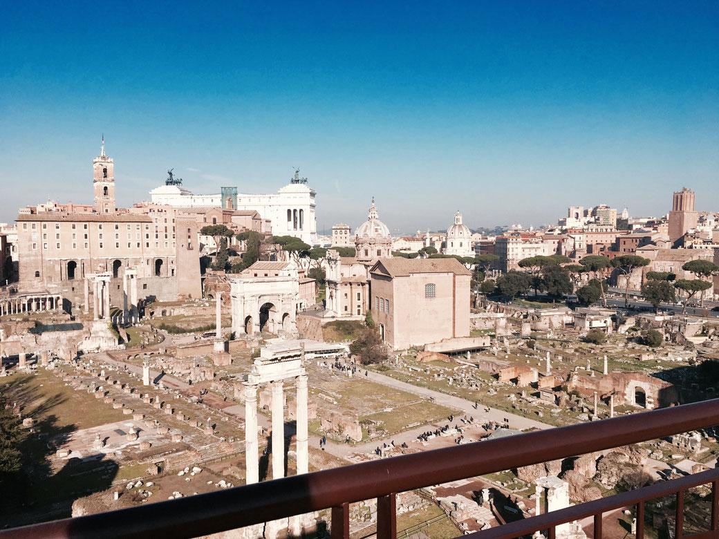 Blick vom Palatinhügel auf das Forum Romanum.