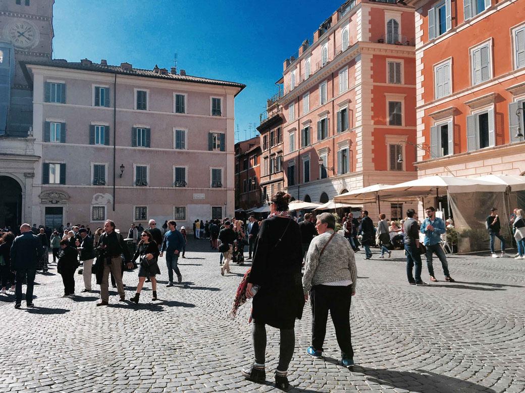 Rom ist eindeutig ein Frühlingstyp - Die Pastellfarben der Fassaden in Trastevere kommen von März bis Mai besonders gut zur Geltung.