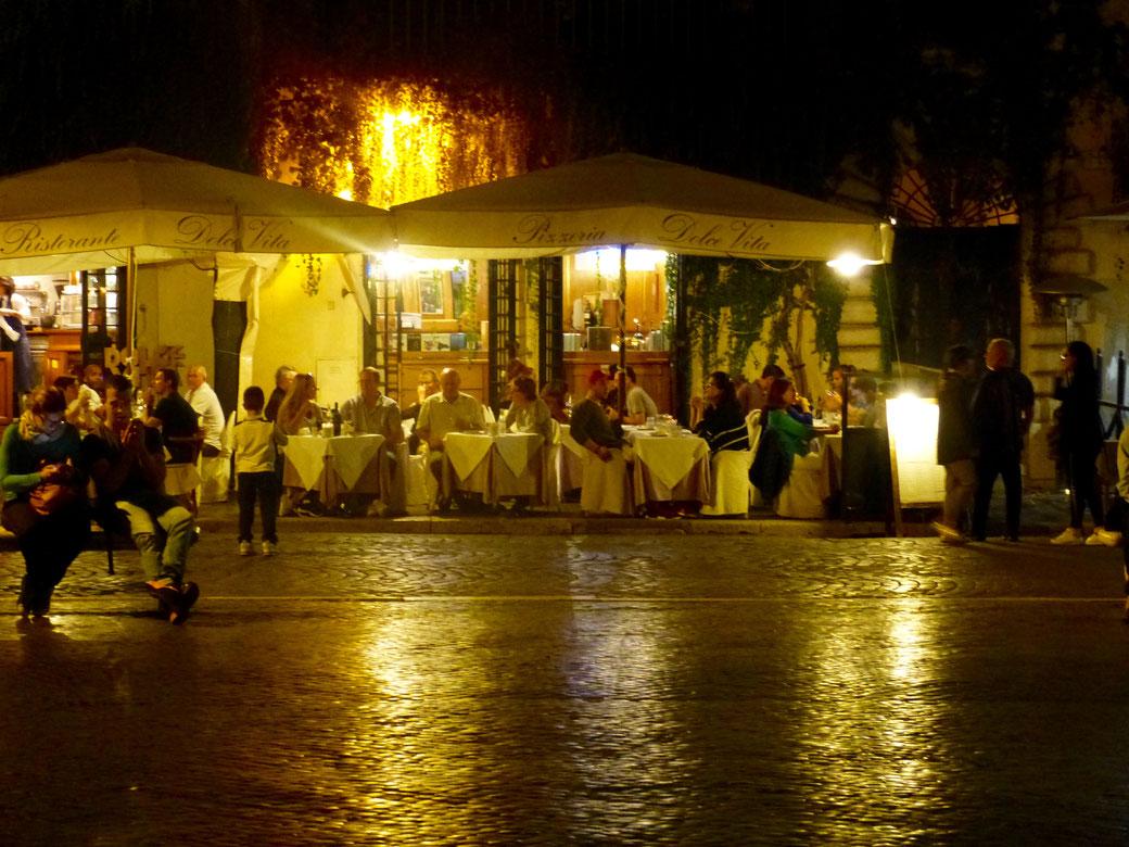 Eine gepflegte Ausgeh-Location: Die Piazza Navona im Herzen des centro storico.
