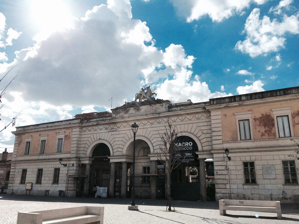 Eingang zum Gelände des Ex-Schlachthofes in Testaccio.