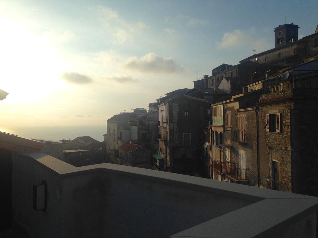 Castellabate - Ausblick von der Dachterrasse meines Hotels bei Sonnenuntergang