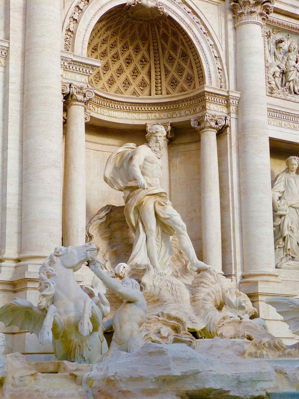 Trevibrunnen in Rom - Am frühen Morgen hat man den weltberühmten Brunnen fast für sich alleine.