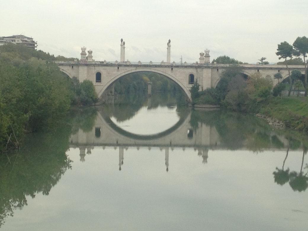 Die vielbefahrene Ponte Flaminio