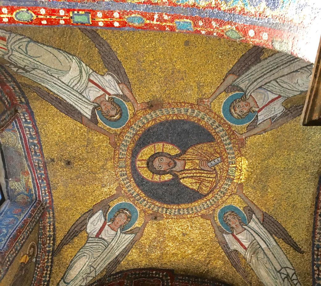 Funkelnd schön - die Mosaike in der Kirche Santa Prassede im Esquilin Viertel