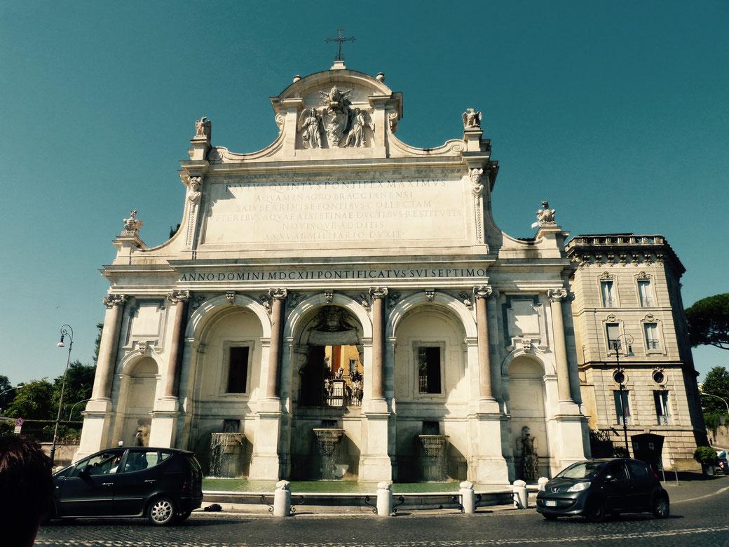 Ein kleiner Film-Star: der Brunnen Fontana Paola.