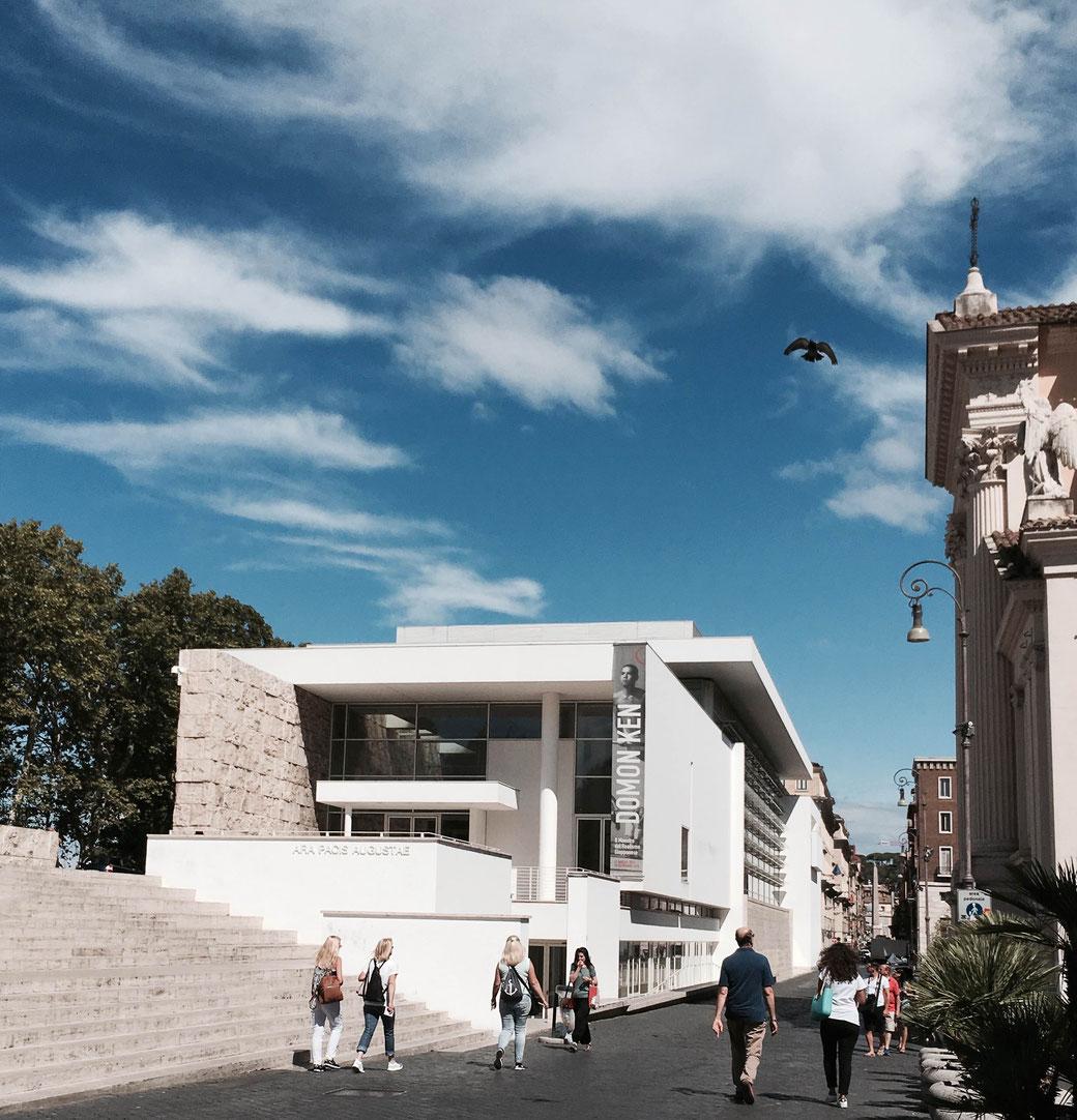 Rom, Ara Pacis Augustae - Der moderne Bau um den Friedensaltar des Augustus löste Empörungs-Sturm aus