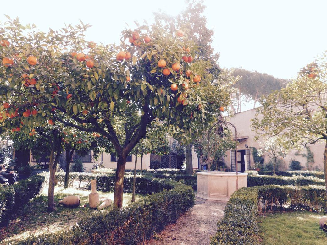 Magische und ungewöhnliche Orte in Rom - Dazu gehört der romantische Innenhof des Museo Pietro Canonica in der Villa Borghese
