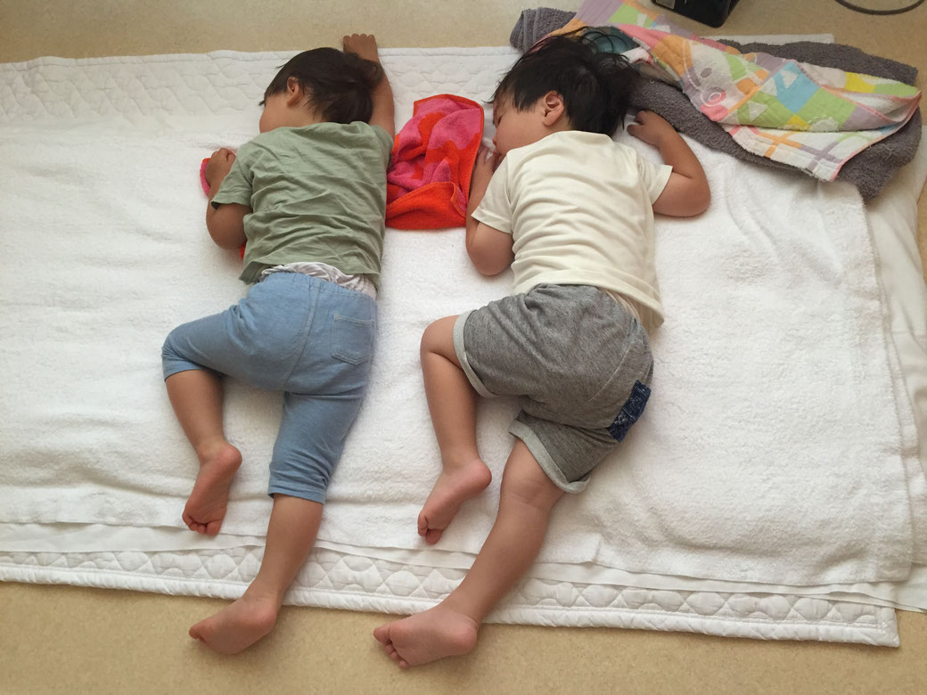託児所のようす!(かわいい寝相 写真5)