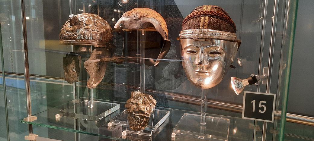 Original einer Silbernen Helmmaske - ein Exemplar von nur fünf gefundenen weltweit! Exponat im Römermuseum